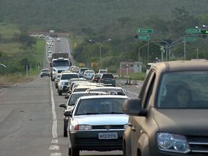 Congestionamento se formou nas rodovia BR-101, na Serra (Foto: Reprodução/ TV Gazeta)