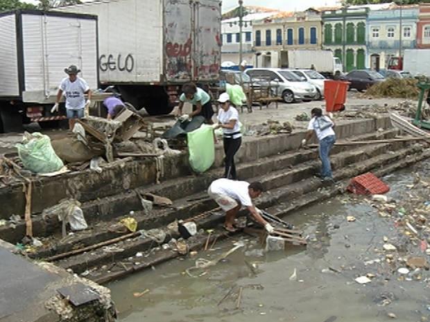 Voluntários agiram em vários pontos turísticos da cidade. Entre eles, estava o ver-o-peso (Foto: Reprodução / TV Liberal)
