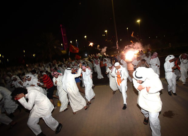 Polícia do Kuwait usou gases lacrimogêneos para dispersar manifestantes (Foto: AFP)