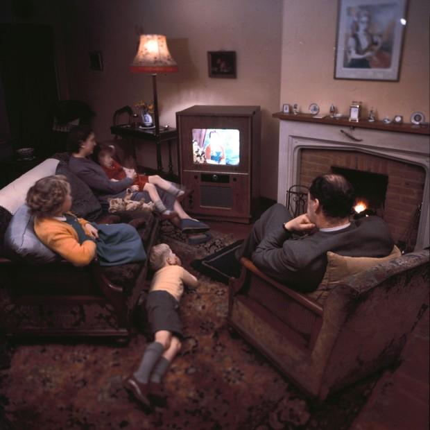 Família vendo TV (Foto: getty images)