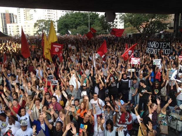 Professores decidem que greve continua (Foto: Glauco Araújo/G1)