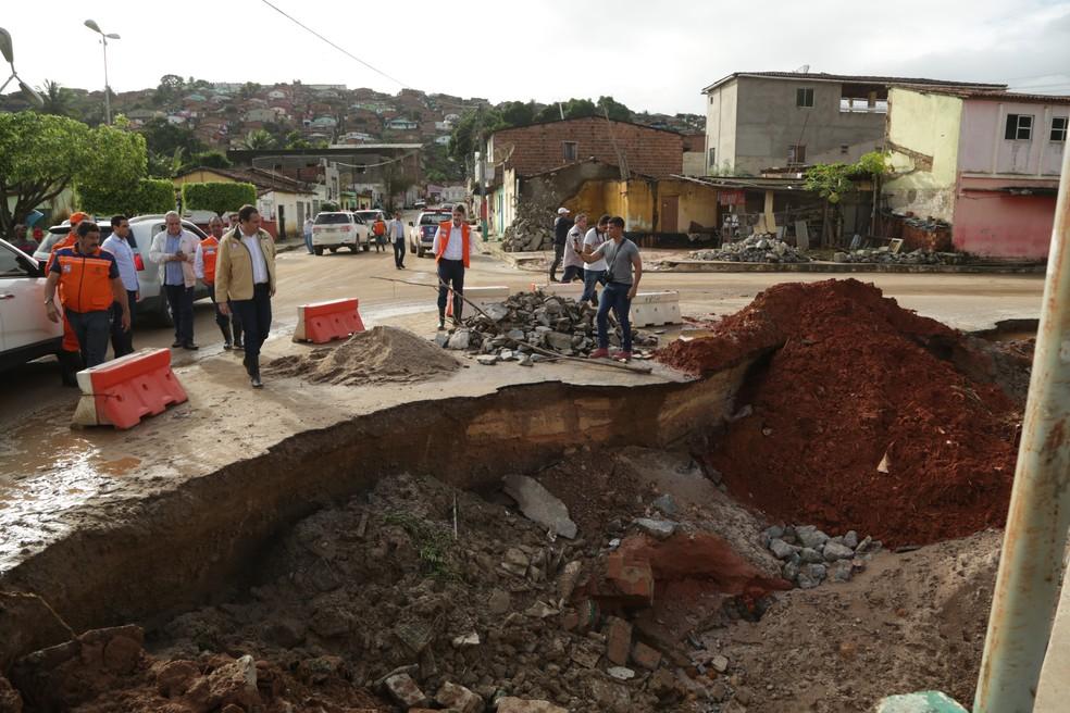 Defesa Civil segue visitando áreas de difícil acesso para avaliar prejuízos e retirar famílias de áreas de risco (Foto: Wagner Ramos/SEI/Divulgação)