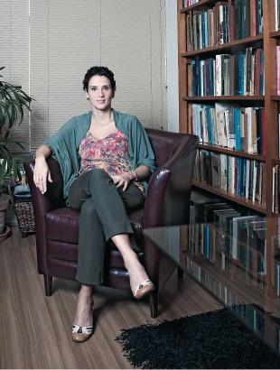 O CLIMA AZEDOU A economista Monica de Bolle, diretora da Casa das Garças. O país criou gordura. Para voltar a crescer, precisará queimá-la (Foto: Stefano Martini/ÉPOCA)