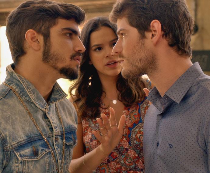 Grego e Benjamin se desentendem pelo berço de Margot (Foto: TV Globo)