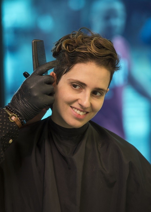Ivana depois de cortar o cabelo e se assumir Ivan  (Foto: Estevam Avellar/TV Globo)
