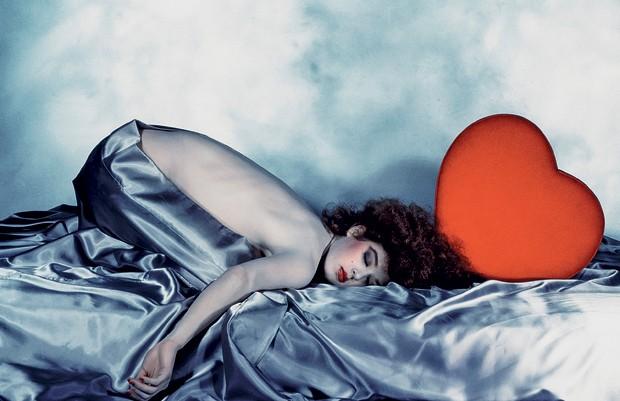 """A musa do fotógrafo, Nicolle Meyer, em clique de1980. A modelo publicou o livro """"A Message for You"""", em homenagem a Bourdin (Foto:  )"""