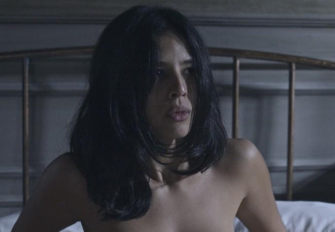 Júlia fica assustada com a situação (Foto: TV Globo)