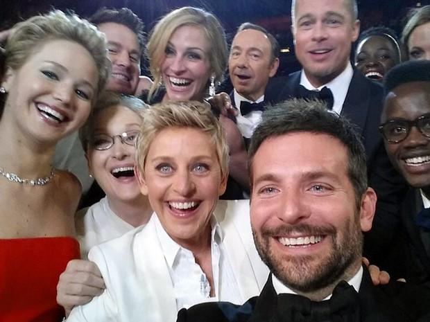 'Selfie' traz Jared Leto, Jennifer Lawrence, Meryl Streep, Ellen DeGeneres, Bradley Cooper, Peter Nyong'o Jr., Channing Tatum, Julia Roberts, Kevin Spacey, Brad Pitt, Lupita Nyong'o e Angelina Jolie no Oscar 2014. (Foto: AP Photo/Ellen DeGeneres)