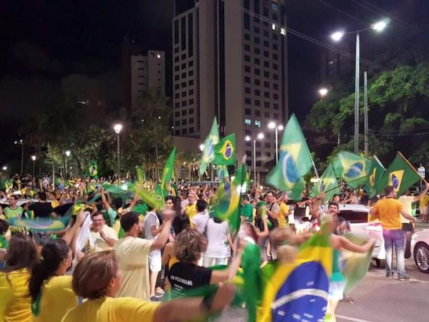 Segundo manifestantes, ato contra nomeação de Lula como ministro reúne cerca de mil pessoas (Foto: Aline Braga/Arquivo pessoal)