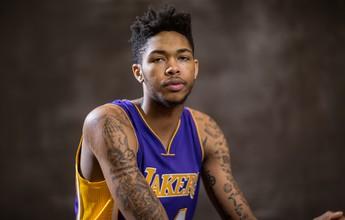 """Calouro dos Lakers recebe dicas de Iguodala: """"Mando mensagem de texto"""""""