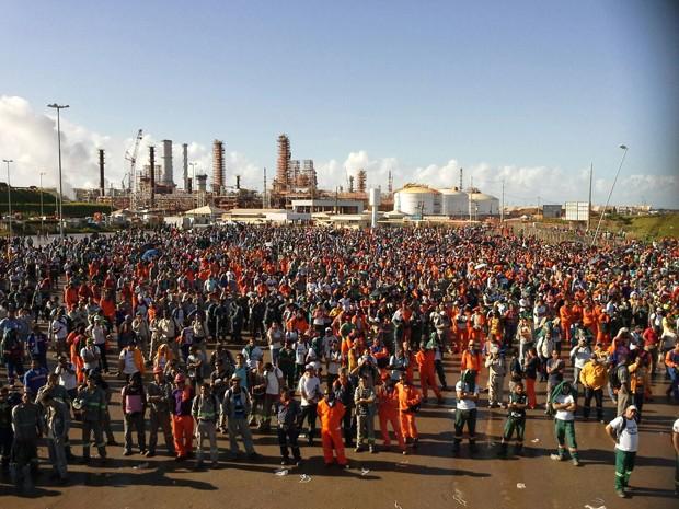 Trabalhadores se reuniram no Complexo Industrial Portuário de Suape (Foto: Sintepav/Divulgação)