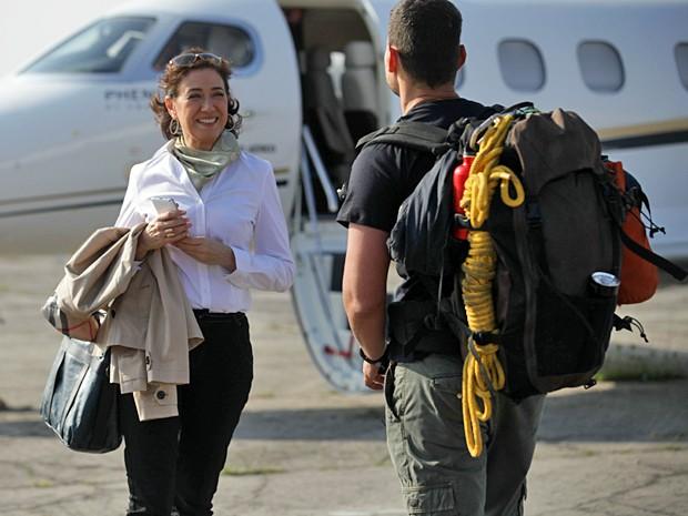 Marta não esconde a empolgação com Maurílio (Foto: Pedro Curi / TV Globo)