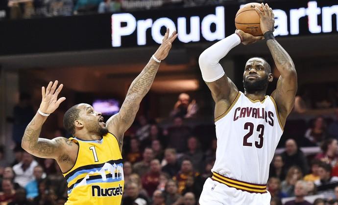 Cleveland Cavaliers x Denver Nuggets LeBron Jameer Nelson (Foto: Reuters)