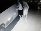Ladrões fazem rapel para descer de telhado e assaltar comércio, diz PM