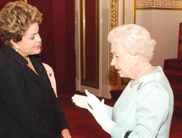 Dilma e a Rainha da Inglaterra (Foto: Agência AFP)