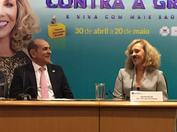 Marcelo Castro lançou campanha de vacinação contra a gripe ao lado da atriz Arlete Salles (Foto: Gabriel Luiz/G1)