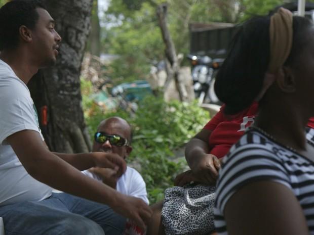 Moradores reclamam da falta de oportunidades na ilha (Foto: BBC)