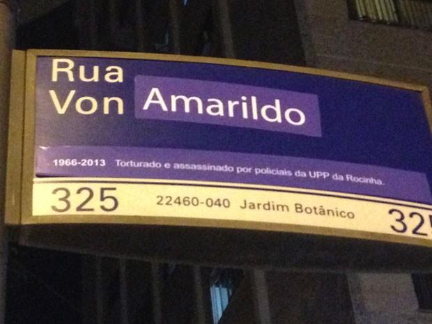 Placa na Rua Von Martius também foi modificada (Foto: Fernanda Rouvenat/G1)