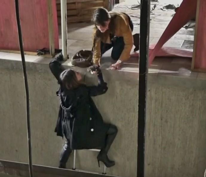 Fernanda Vasconcellos e Agatha Moreira gravam cenas de ação de 'Haja Coração' (Foto: TV Globo)