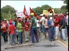Por reforma agrária, MST fecha duas rodovias no Leste de Minas Gerais
