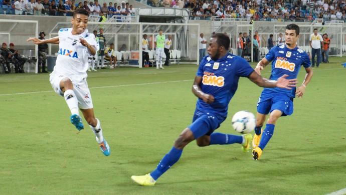 Madson - lateral do ABC - ABC x Cruzeiro (Foto: Augusto Gomes/GloboEsporte.com)