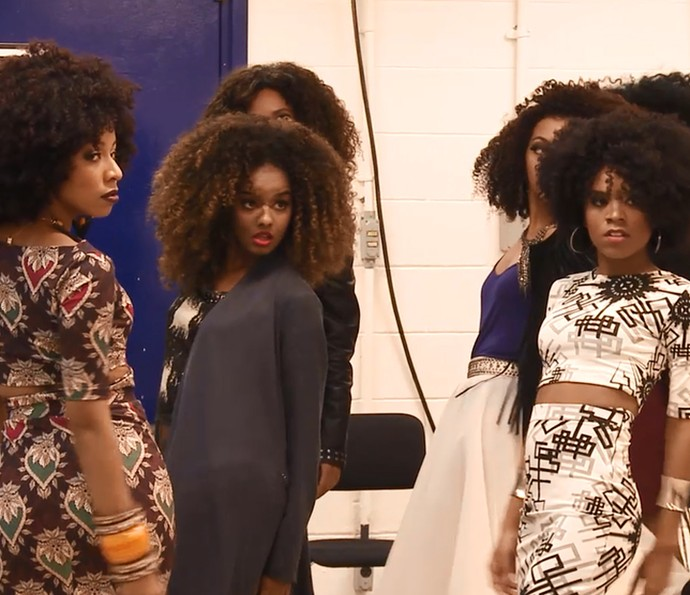 As meninas no ensaio, antes de pisar no palco do Caldeirão (Foto: TV Globo)