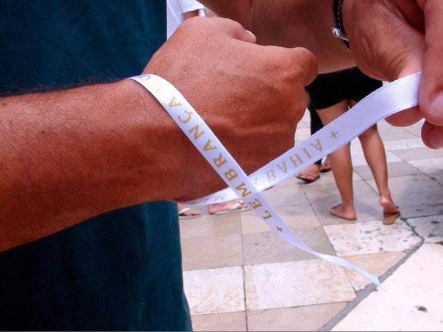 Novas fitinhas são brancas, menos resistentes e custam R$ 1 (Foto: Ruan Melo/G1)