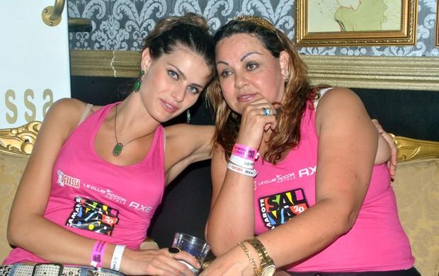 Isabeli Fontana com a mãe,  Maribel (Foto: Marcelo Machado/Ag Haack)