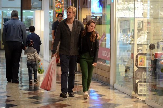 Mariana Ximenez Passeia com namorado novo (Foto: AgNews  / AgNews)