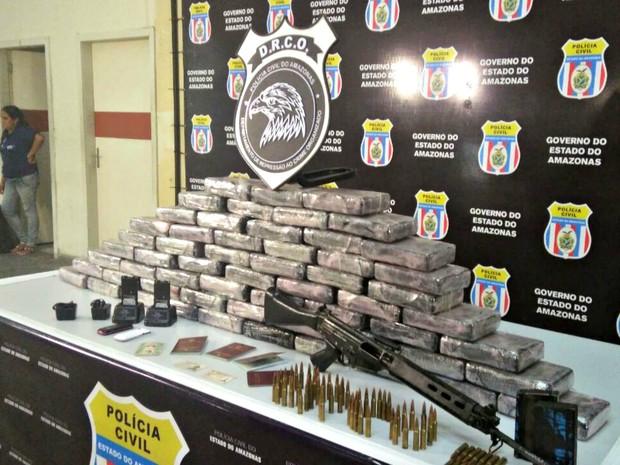 Drogas apreendidas com suspeito (Foto: Isis Capistrano/G1 AM)