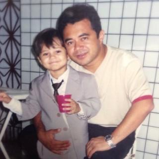 Lucas Veloso com o pai, Shaolin, em foto de infância (Foto: Instagram/Reprodução)