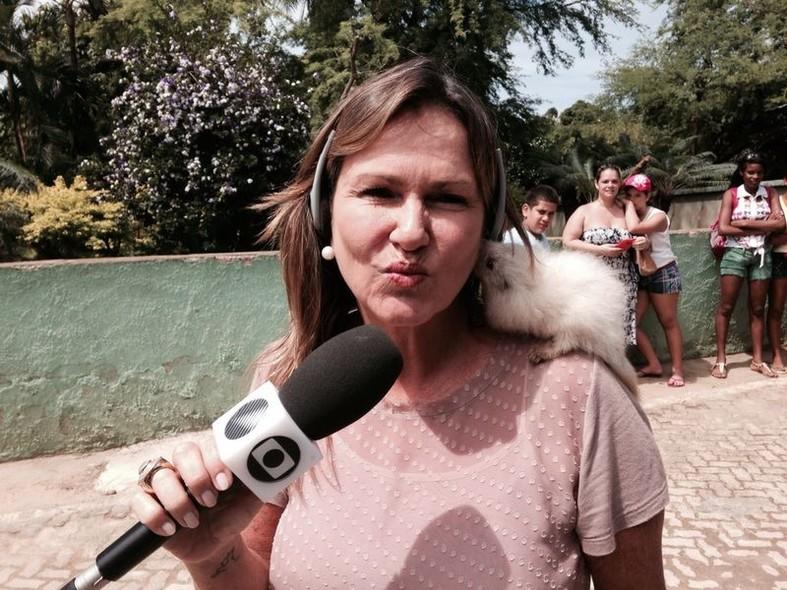 Resultado de imagem para REPORTER AnNA VALERIA