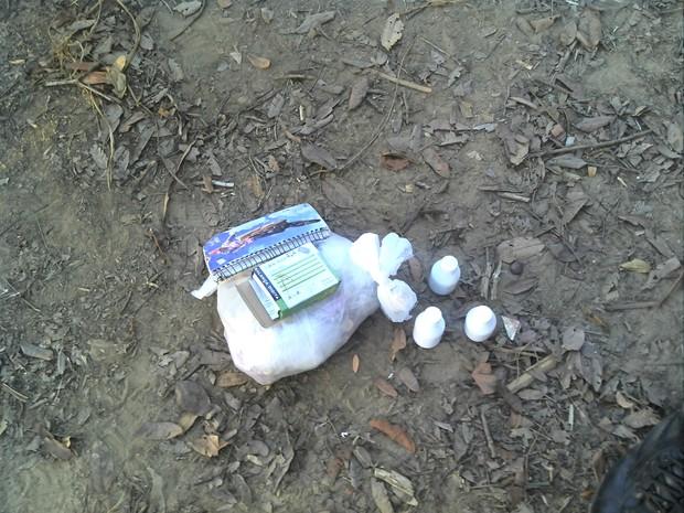 Polícia apreendeu 50 gramas de cocaína com suspeitos (Foto: Jeferson Silva)