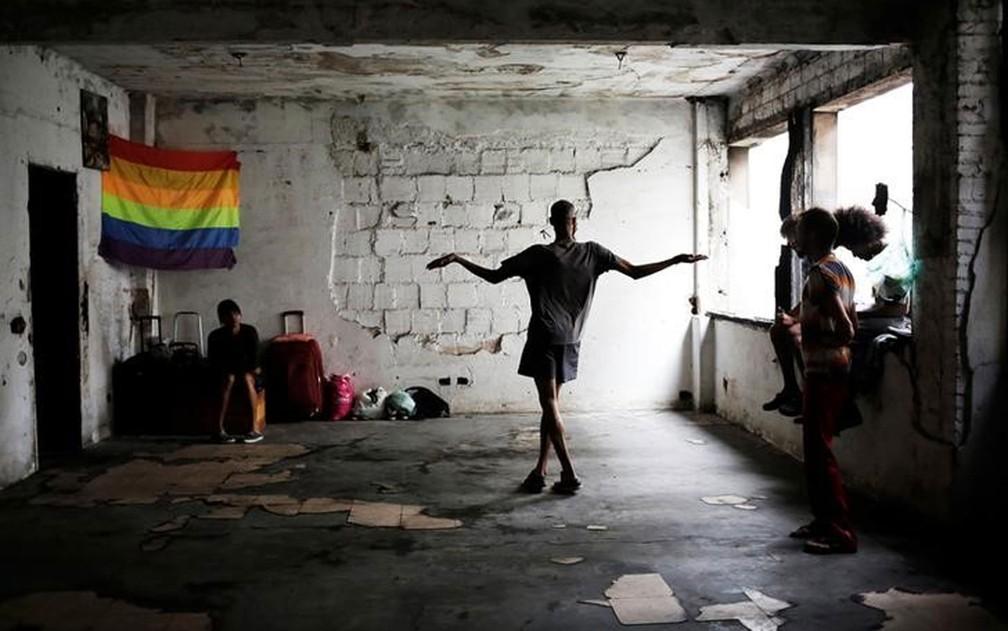 Ocupação oferece refúgio contra violência a comunidade LGBT de São Paulo.