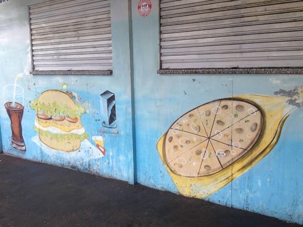 Vítima estava com um amigo em uma lanchonete que foi alvo de bandidos (Foto: Mariane Peres/G1)