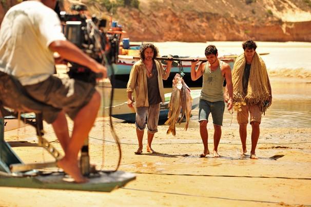 Luís Vasconcellos, Bruno Gissoni e Raphael Vianna são os pescadores da Vila dos Ventos, onde se passa a novela (Foto: João Miguel JR./Rede Globo)