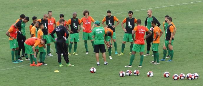 Enderson Moreira comandou treino na manhã desta sexta-feira, no CT Lanna Drumond (Foto: Laura Nogueira)