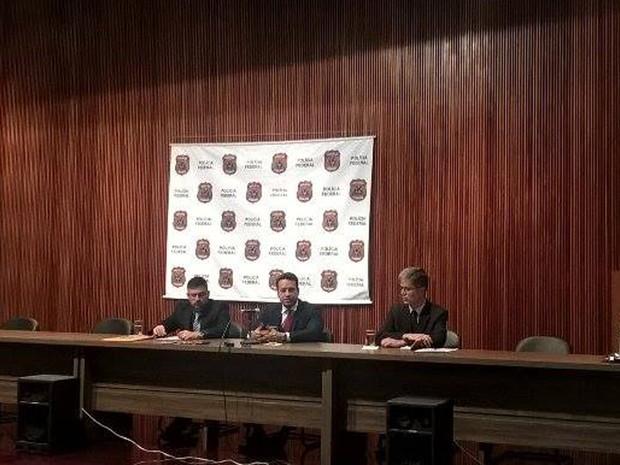 Delegado de Minas Gerais Roger Lima, o delegado do Espírito Santo Vitor Moraes e o perito Bruno Teixeira (Foto: Viviane Machado/ G1)