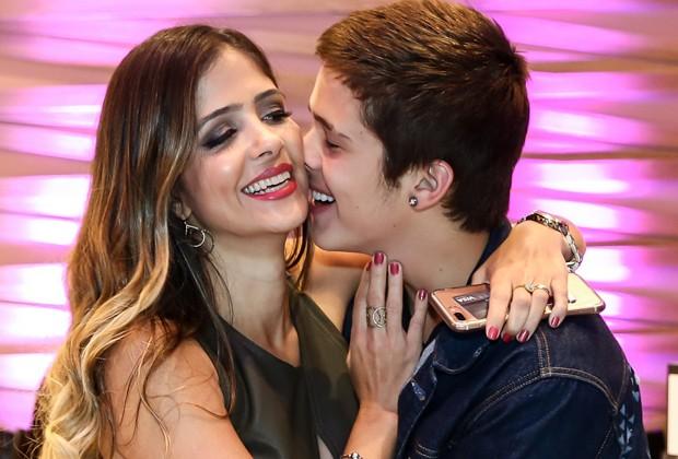 João Guilherme e a mãe, Naira (Foto: Manuela Scarpa/Brazil News)