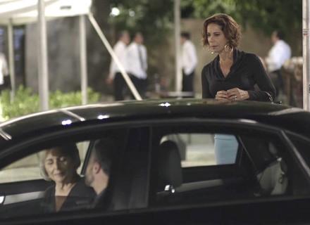 Teaser: Lígia flagra Sabine e Adriano