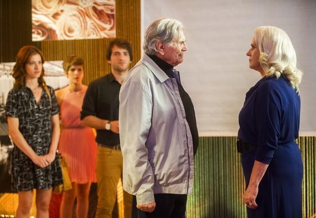 Tarcísio Meira e Vera Holtz em cena da novela A Lei do Amor (Foto: Globo/João Miguel Júnior)
