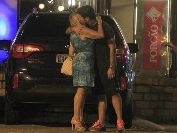 Susana Vieira e Sandro Pedroso na Zona Oeste do Rio (Foto: Delson Silva/ Ag. News)