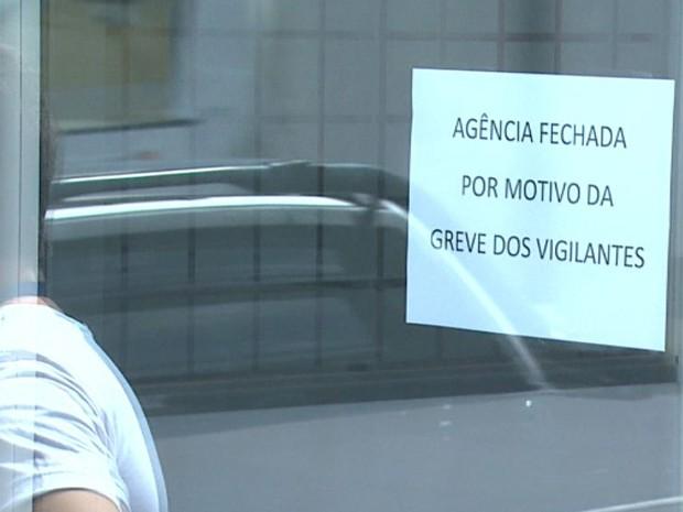 Greve dos vigilantes prejudica atendimento nas agências de RIbeirão e Franca (Foto: Reprodução/EPTV)