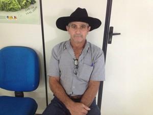 José Natalino aguarda para declarar rebanho livre de aftosa (Foto: Magda Oliveira/G1)