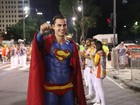 Paulo Dalagnoli desfila pintado de  Super-Homem: 'Levou cinco horas'