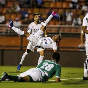 Hernandez; Santos x Kenitra; gol de bicicleta (Foto: Estadão Conteúdo)