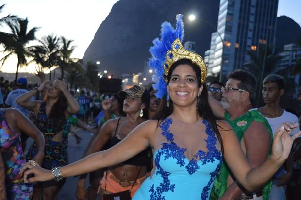 Madelayne Cavalcanti em último ensaio da Rocinha na praia de São Conrado  (Foto: Divulgação)