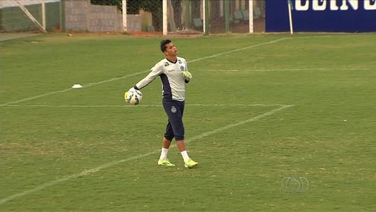 Renan para por pelo menos um mês, e Paulinho assume camisa 1 do Goiás