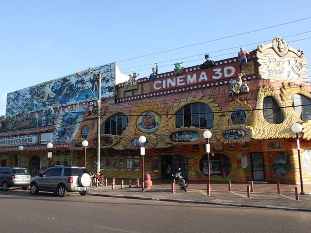 Na entrada do Cine SuperK vários desenhos e super-heróis recebem os visitantes (Foto: Inaê Brandão/G1 RR)