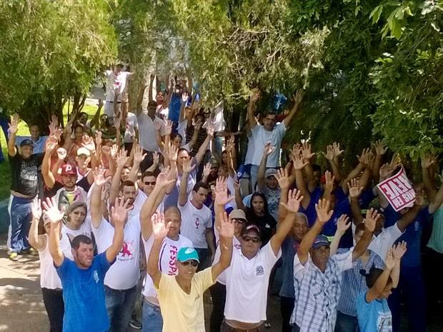 Manisfestação foi realizada na manhã desta terça-feira (26), em Presidente Epitácio (Foto: Regina Leite/Cedida)